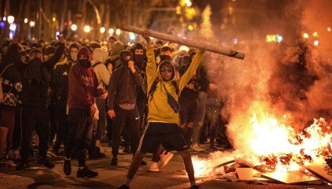 Barselonas protestos eskalējas vardarbība