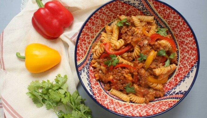 Makaroni ar malto gaļu meksikāņu gaumē