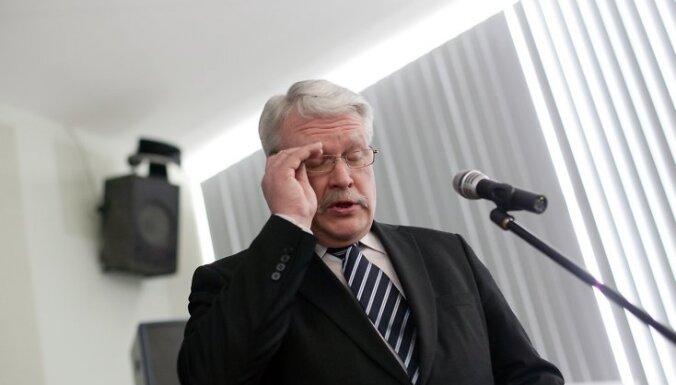 Íekavas kultûras namâ notiek biedrîbas ''Zemnieku saeima'' kongress, kurâ piedalâs Ministru prezidents Valdis Dombrovskis un Zemkopîbas ministrs  Jânis Dûklavs