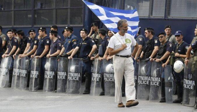 Eiro zonas finanšu ministri atliek lēmumu par aizdevumu Grieķijai