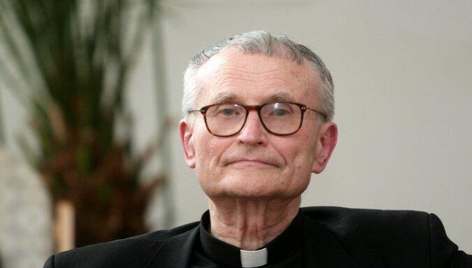 Pujats: jaunais pāvests turpinās Benedikta XVI iesākto kursu