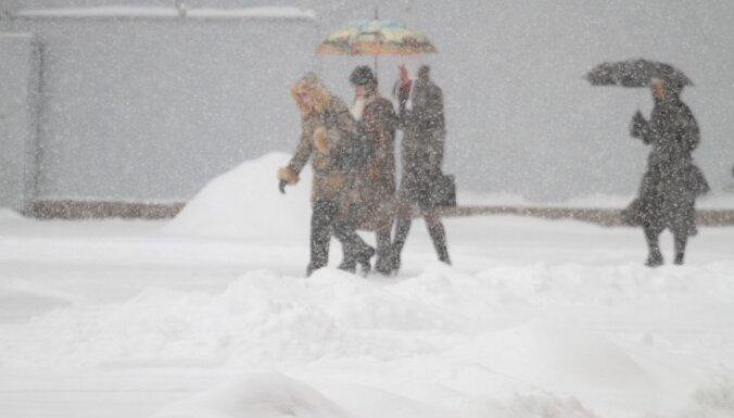 Ziema vēl vismaz nedēļu neatkāpsies; visā Latvijā snigs