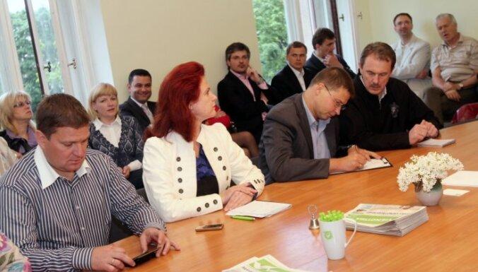 Домбровскис: сделку Закиса должно оценить БПБК