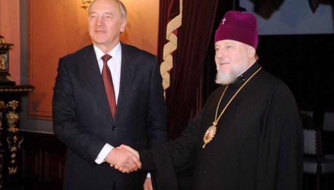 Metropolīts Aleksandrs aicina Bērziņu atkārtoti kandidēt Valsts prezidenta amatam