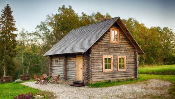 Iedvesmojošs stāsts par liesmu un krīzes laiku pārdzīvojušu guļbaļķu namiņu Siguldas apkaimē