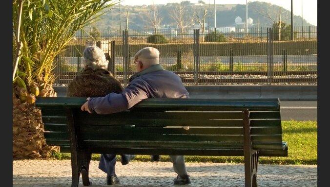Некоторые неграждане получают две пенсии