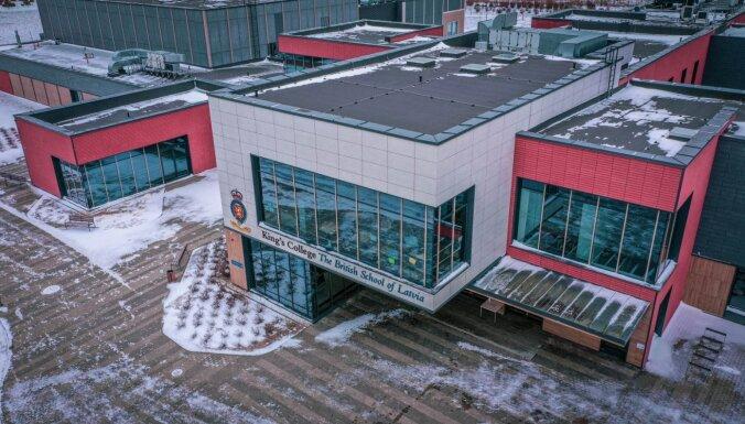 Pabeigta pirmās britu skolas 'King's College' celtniecība Baltijā