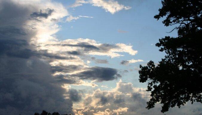 Piektdien gaiss iesils līdz +26 grādiem; saule mīsies ar mākoņiem