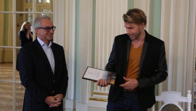 Nacionālā teātra lugu konkursā uzvarējis aktieris Artūrs Dīcis