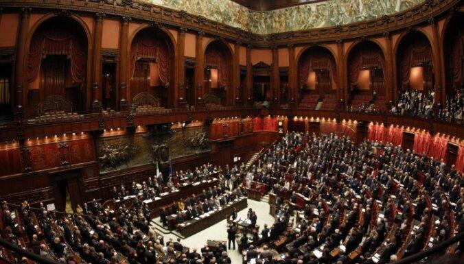 Итальянцы решили сократить парламент на треть