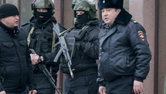 Kapsētā Maskavā sakaujas ap 200 cilvēku; trīs bojāgājušie