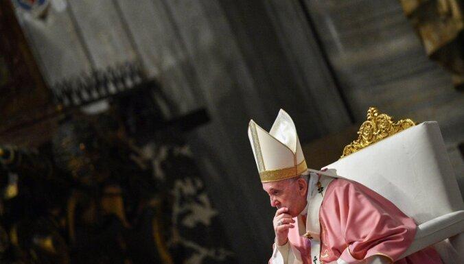 Priesteri nevar svētīt viendzimuma savienības, spriež Vatikāns