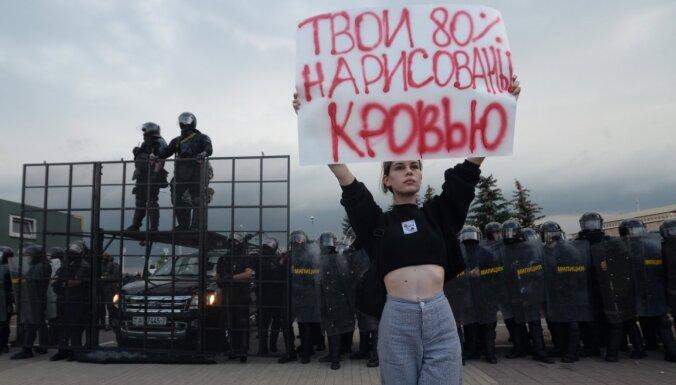 Foto: Minska nepiekāpjas. Tūkstoši protestē pret Lukašenko