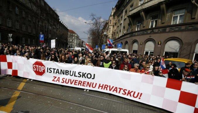 Foto: Tūkstošiem horvātu protestē pret Stambulas konvenciju