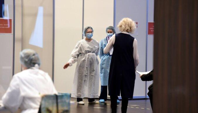 Sešos liela mēroga vakcinācijas centros pret Covid-19 svētdien sapotēti 1735 cilvēki