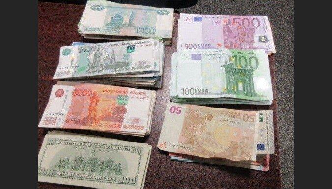 ЧП на границе изъяли незадекларированную наличность: в машине спрятали более 16 000 евро