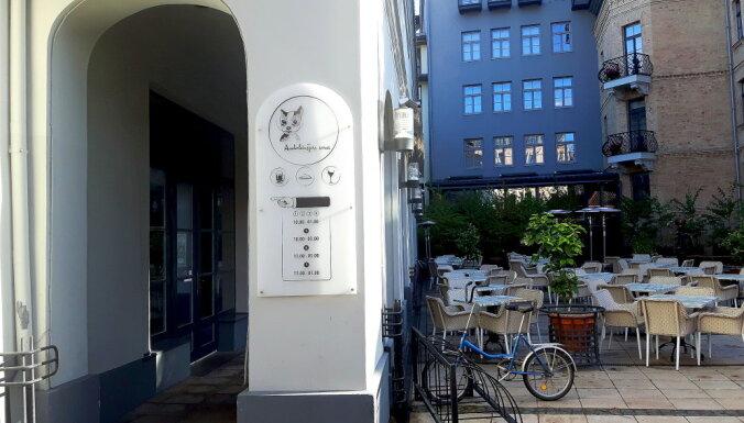Terasēs būs atļauts lietot alkoholiskos dzērienus; restorānu īpašnieki optimistiski