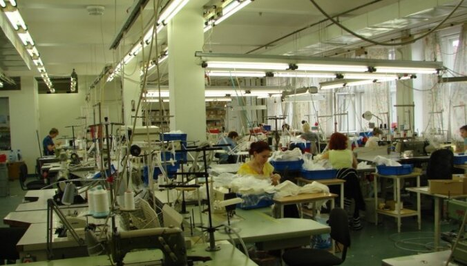 Rūpniecības produkcijas izlaide pērn Latvijā pieaug par 4,9%