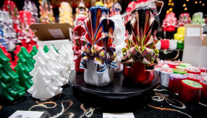 Foto: Kādi Ziemassvētku labumi atrodami lustīgajā tirdziņā Viļņā