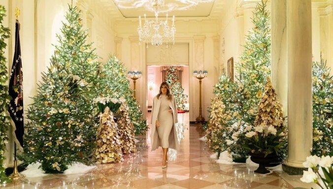 Video: Kā ASV pirmā lēdija Melānija svētkiem saposusi Balto namu