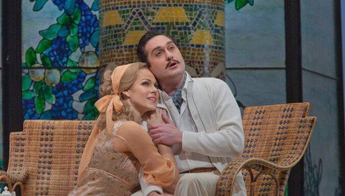 Ar ziediem un vētrainām ovācijām izskanējusi Opolais debija Metropolitēna operā