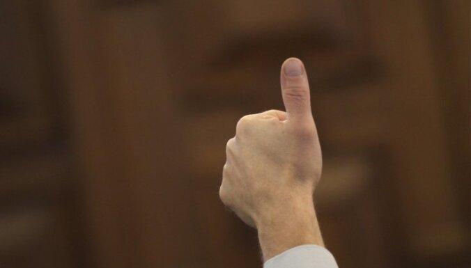 Saeima 'dod zaļo gaismu' jaunai AIP; 'aiz borta' atstāj studentu pārstāvi Ratnieku