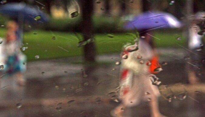 Ceturtdien vietām, galvenokārt Kurzemē, gaidāmas lietusgāzes