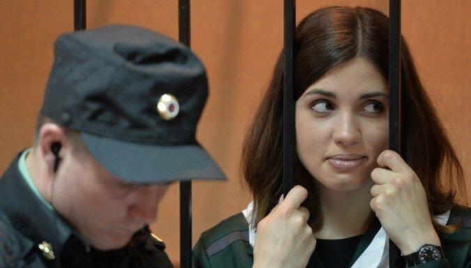 'Pussy Riot' dalībniece lūdz tiesu viņu atbrīvot