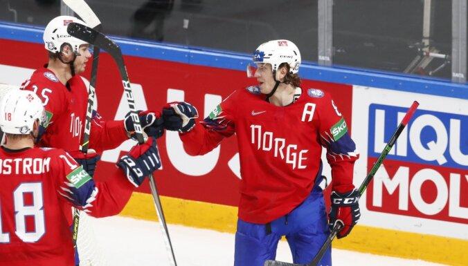 Tretenesa 'hat trick' atnes Norvēģijai pirmo uzvaru Rīgā