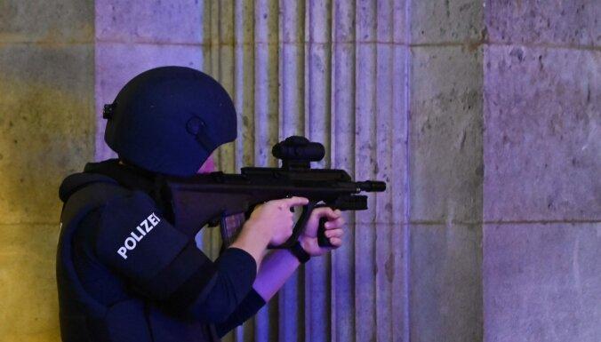 Vīnē nogalinātais uzbrucējs bijis 'Daesh' atbalstītājs, paziņo Austrijas iekšlietu ministrs