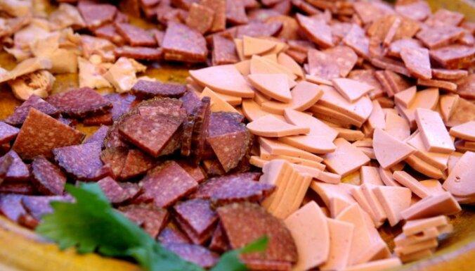 Pārtikas ražotāji: baumas par desu kvalitāti neattiecas uz vietējo ražotāju produkciju