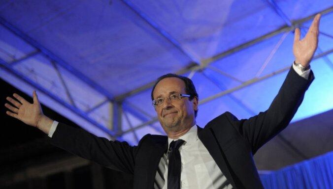 Francijas prezidents aicina Sīrijas opozīciju izveidot pagaidu valdību un sola to atzīt