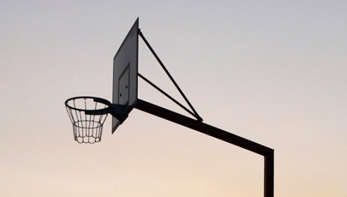 За несоблюдение дистанции в Риге оштрафовали четверых баскетболистов