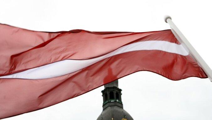 Комиссия: флаги Латвии — зачастую ширпотреб, нужно ввести строгие нормы