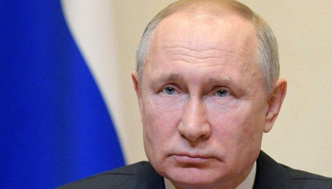 Putins atliek balsojumu par viņam pie varas palikt ļaujošajiem konstitūcijas grozījumiem