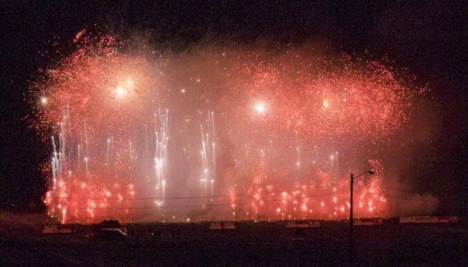 Video: Norvēģijā iespaidīgā uguņošana iekļūst Ginesa rekordu grāmatā