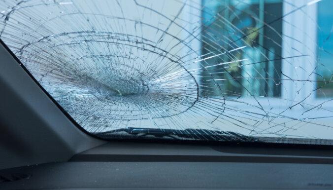 В столкновении фуры с легковушкой пострадал водитель: позже он сбежал из больницы
