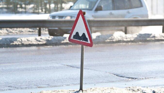 Ушаков о ямах на улицах Риги: состояние дорог - удовлетворительное