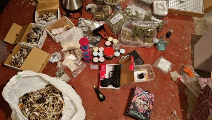 ФОТО. В Риге и под Вентспилсом изъято большое количество наркотиков: гашиш, амфетамин, марихуана, галлюциногенные грибы
