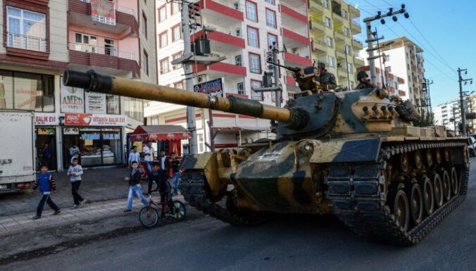 Турция перебросила к границе 20 танков, Жириновский предупреждает о захвате Сирии