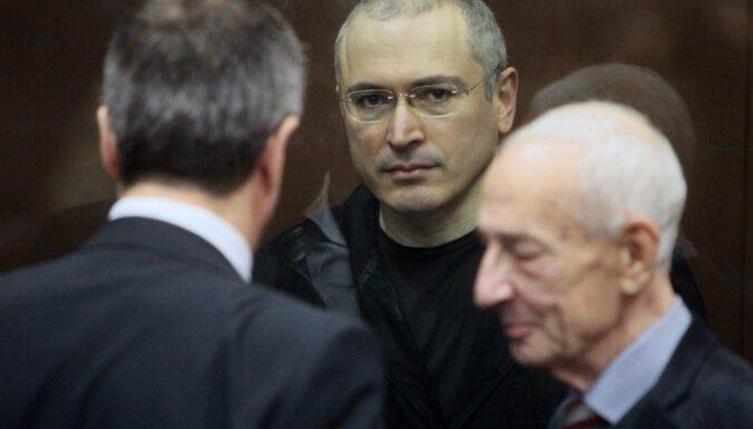 Starptautiskā sabiedrība asi nosoda Hodorkovska notiesāšanu