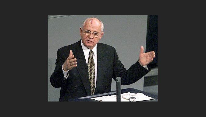 Čehijas prezidents pateicas Gorbačovam par brīvību un demokrātiju