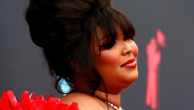 Astoņām 'Grammy' balvām nominēta dziedātāja un repere Lizzo