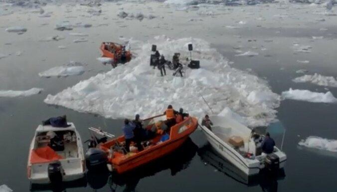Noticis vēsturē pirmais koncerts uz aisberga