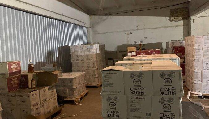 Foto: Policija konfiscējusi 7701 litru nelegāla alkohola