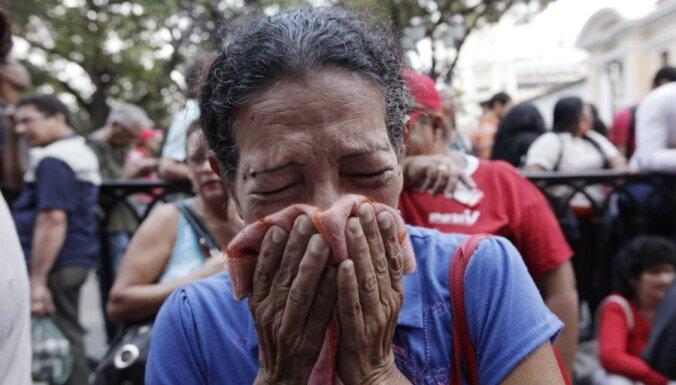 Прощание с Чавесом: катафалк окружили десятки тысяч плачущих венесуэльцев (ФОТОГАЛЕРЕЯ)