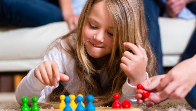 Kādas dzīvesmācības bērniem un pieaugušajiem palīdz apgūt galda spēles?