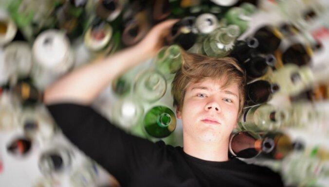 Narkoloģe: alkoholu lieto satraucoši liels skaits nepilngadīgo