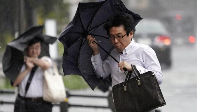 Japānas F-1 posma organizatori pastiprināti uzrauga taifūna attīstību valstī
