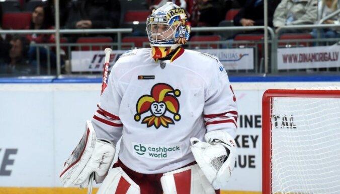 Kalniņš atvaira 28 metienus un divreiz rezultatīvi piespēlē KHL mačā